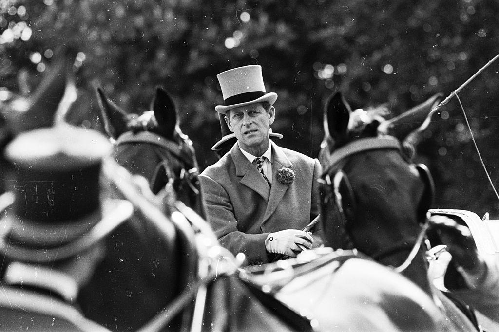 Príncipe Philip conduz carruagem em show de cavalos no Palácio de Windsor