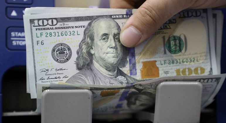 The dollar reaches its lowest level in a month and cancels the budget hike after the crisis - News