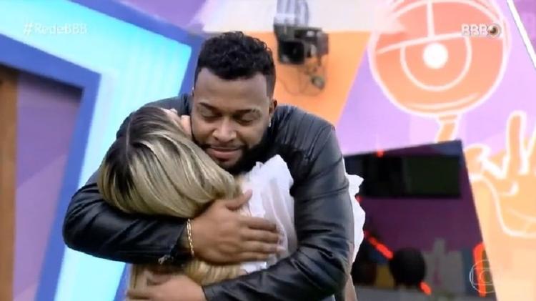 BBB 21: Viih Tube and Nego Di Embrace Each Other - Clone / TV Globo - Clone / TV Globo