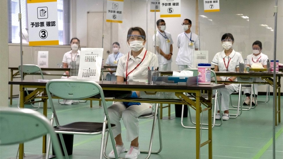 Nurses waiting for patients to receive the COVID-19 vaccine