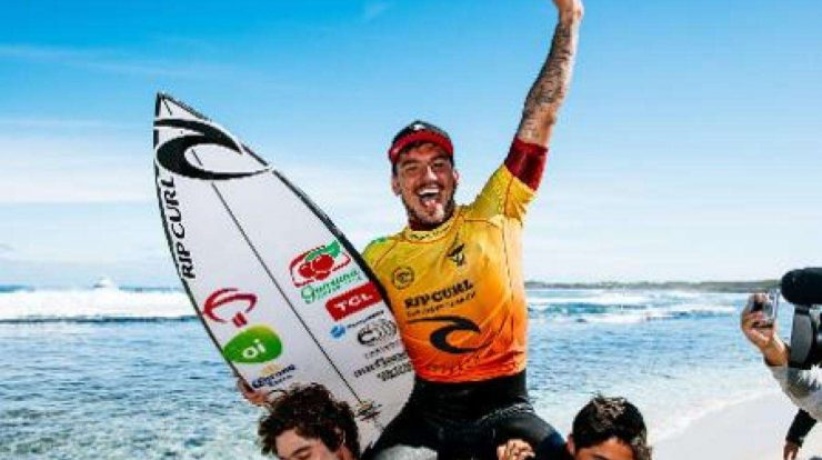 With two awards a year, Medina joins the top ten among the biggest winners in surfing