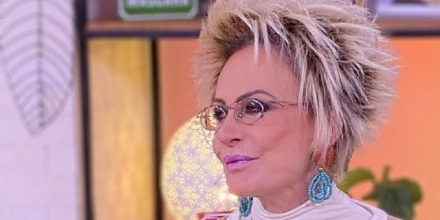 "Anna Maria Braga gives husbands advice at the time H: ""smash the bed"""