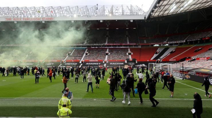 Government condemns Manchester United protest, local police investigate incidents  English football