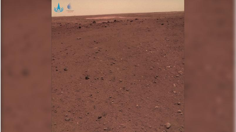 The image of the Chinese rover Zhurong shows the orange surface of Mars