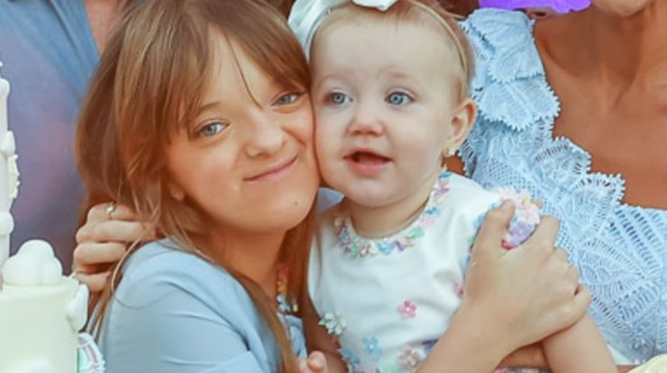 """Rafaela Justos poses with her little sister and presents her first birthday party: """"Wow"""""""