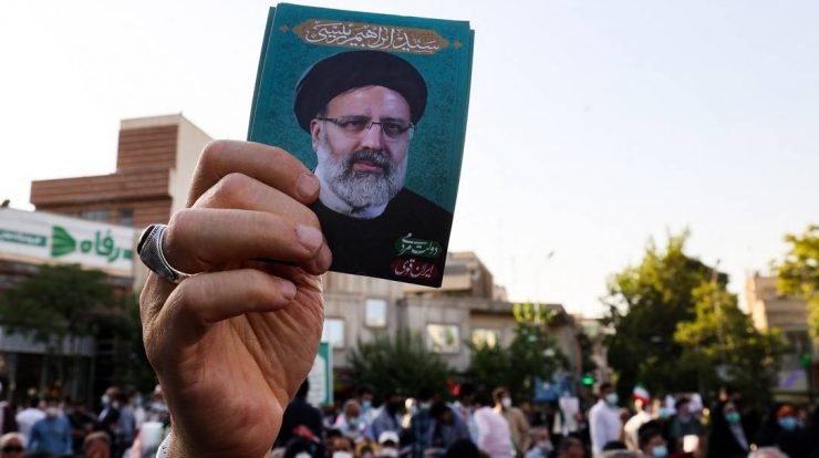 A supporter of conservative Iranian presidential candidate Ebrahim Raisi raises his picture during a rally in the capital, Tehran, ahead of the presidential elections in the Islamic Republic.  Photo: ATTA KENARE / AFP