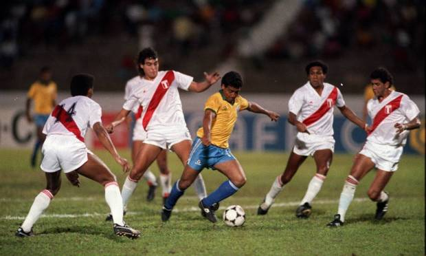 Also without lifting the cup since the 1970s, the Peruvian team is another team with two titles in the competition: 1939 and 1975 Photo: Hipólito Pereira / Agência O Globo