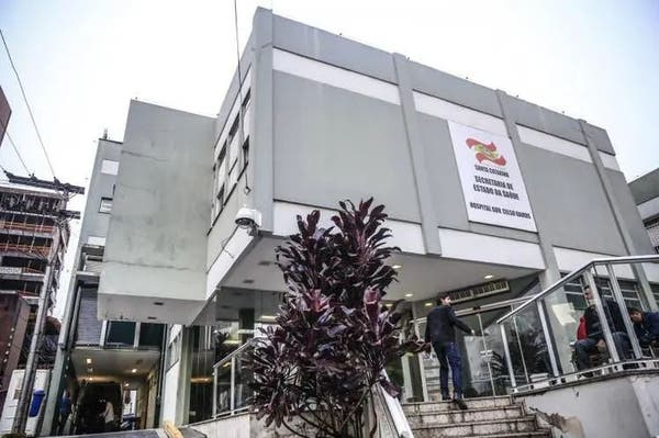 A teenager arrested in Florianópolis while pretending to be a doctor at Celso Ramos Hospital