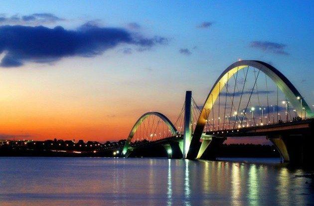 Ponte Juscelino Kubitschek, também conhecida como Ponte JK ou Terceira Ponte