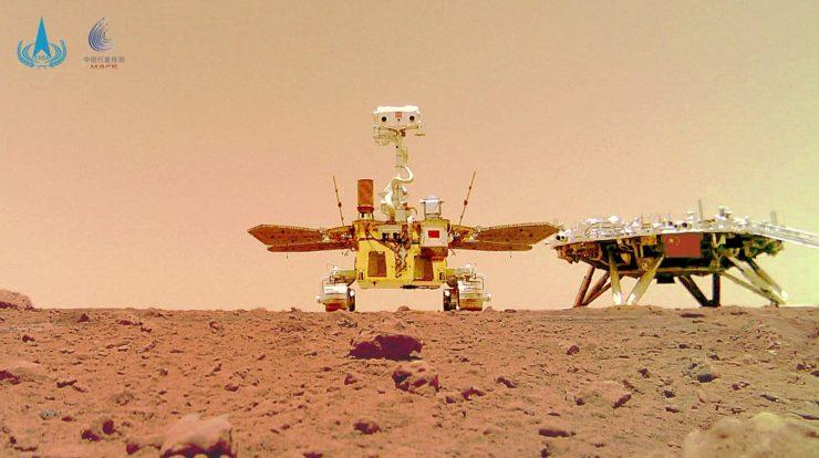 China revelou nesta sexta-feira (11) novas fotos de seu rover em Marte
