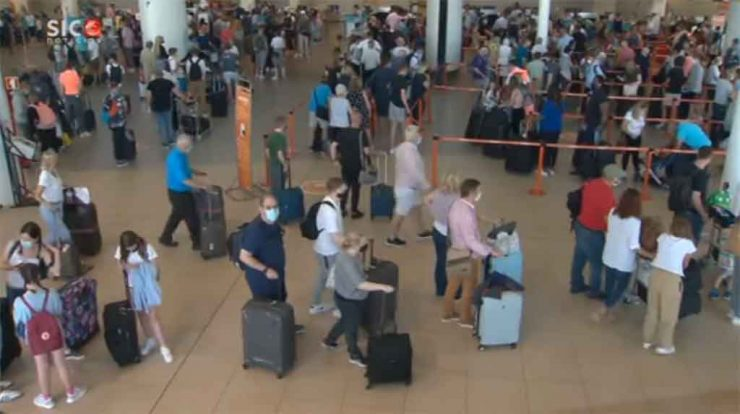 Quick return to the UK causes queues at Foro Airport