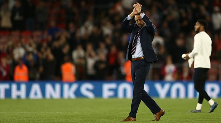 England coach can get praise from Queen Elizabeth