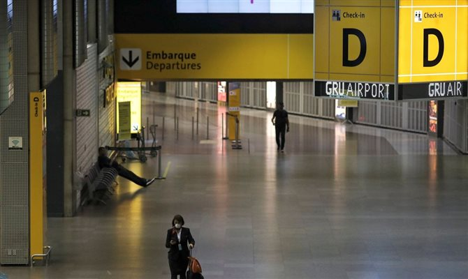 Anteriormente, os passageiros tinham que cumprir quarentena em Guarulhos (SP) antes de embarcar em voos domésticos