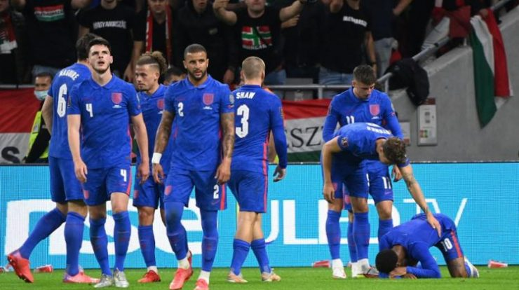 English players were booed by more than 60,000 Hungarian fans for kneeling to denounce racism - Photo: Attila Kispendek    France Press agency