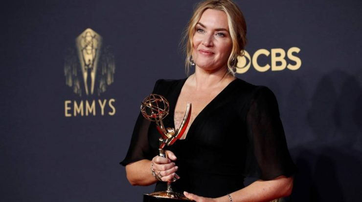 """Kate Winslet with Best Actress, Miniseries Award for """"Mary of Easttown"""" Photo: Mario Anzoni/Reuters"""
