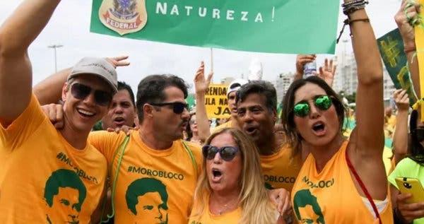 Marcio Garcia protests in favor of Sergio Moro in Rio