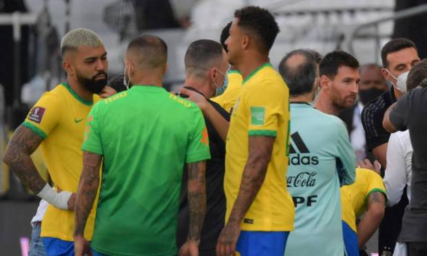 Gabigol and Argentina's Lionel Messi are seen during the match stop at Arena Corinthians in Sao Paulo. Photo: Nelson Almeida / AFP