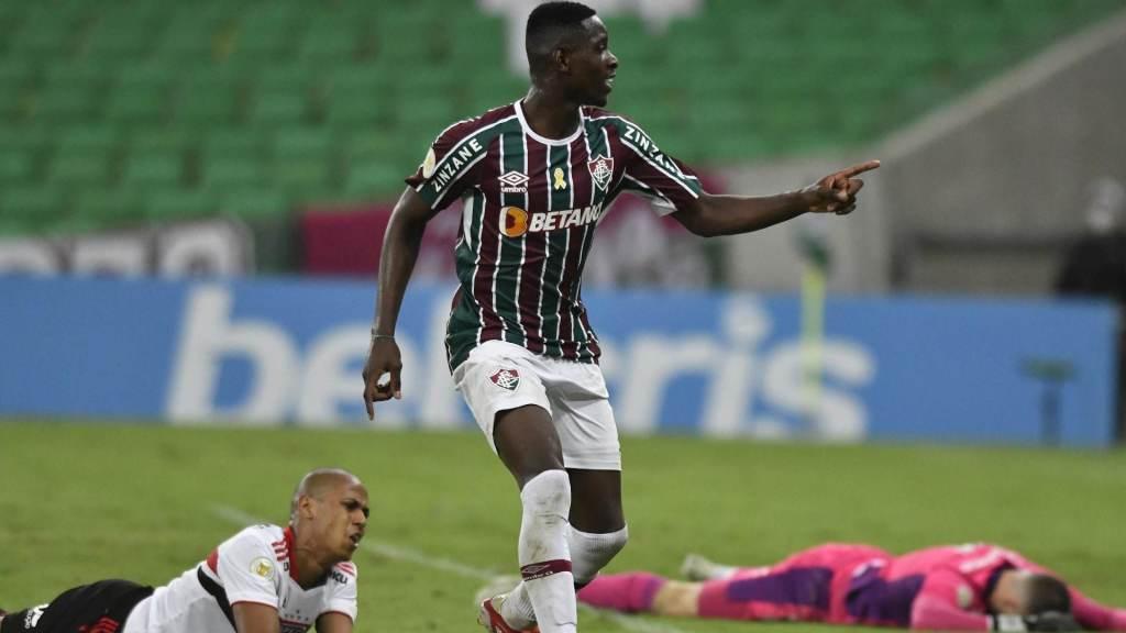 Fluminense beat Sao Paulo 2-1 in the Maracana