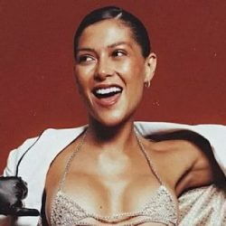 Actress Globo shows bruises and denounces transphobia in Karaiva
