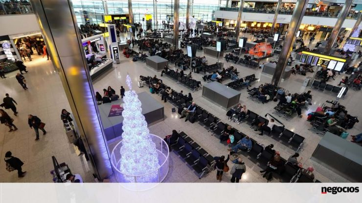 """Computer failure affects """"e-gates"""" and creates long lines at UK airports - travel and leisure"""