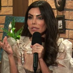 Outside of A Fazenda 13, Lesian Admits She Tried to Stay With Medrado at a Party TV News