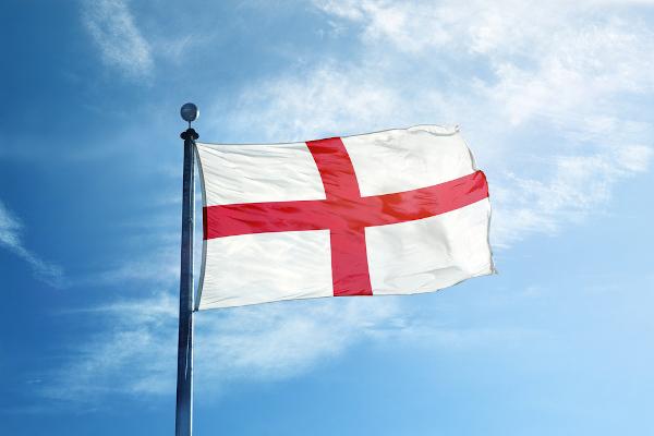 A bandeira da Inglaterra é formada pela Cruz de São Jorge sobre um fundo branco.