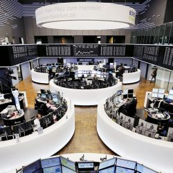 European stocks fall amid uncertainty over recovery and monetary tightening    Finance